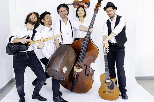 Cinq musiciens font partie du groupe The French Touch NZ - 8 mai 2021