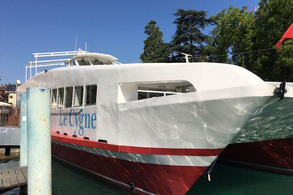 C'est sur Le Cygne, de la compagnie des bateaux d'Annecy, que la fête de mariage s'est déroulée le 14 juillet.