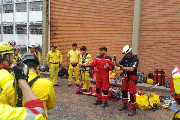 Une équipe des Pompiers de l'Urgence Internationale actuellement en entraînement au Paraguay