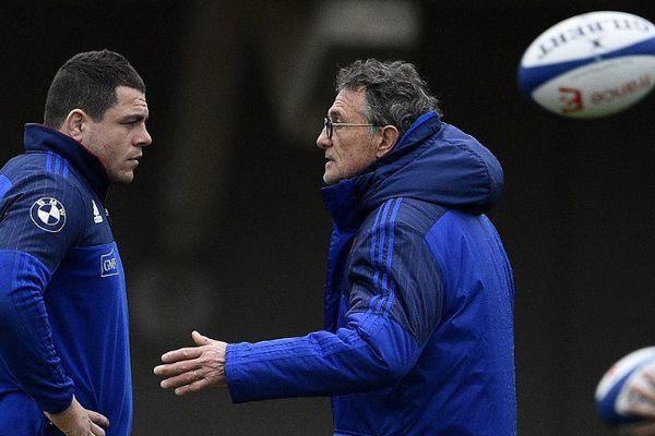 Le sélectionneur du XV de France Guy Novès à droite, et le capitaine des Bleus Guilhem Guirado de Toulon.