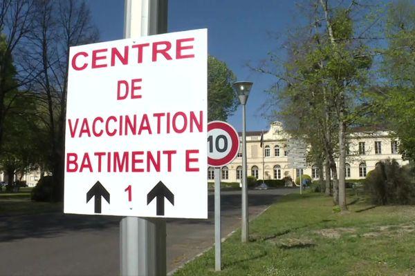 Une aile de l'hôpital va être aménagée, ainsi qu'une tente, pour pouvoir passer à 1000 vaccinations par jour dans trois semaines.