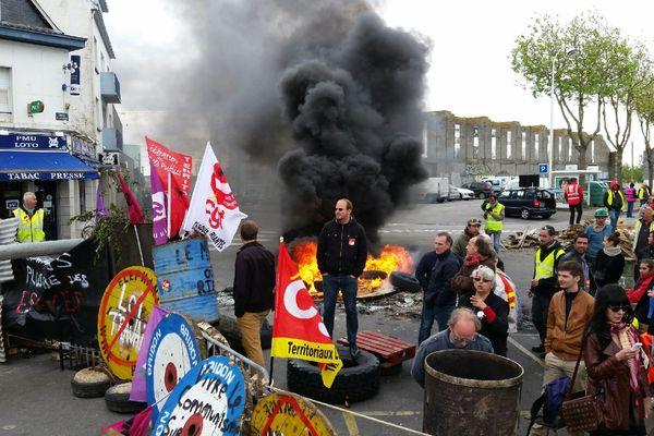 Le blocage à Lorient par des syndicalistes, avant qu'ils soient délogés par les forces de l'ordre