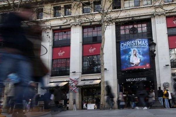 La façade du Virgin Store des Champs-Elysées à Paris, le 26 décembre.