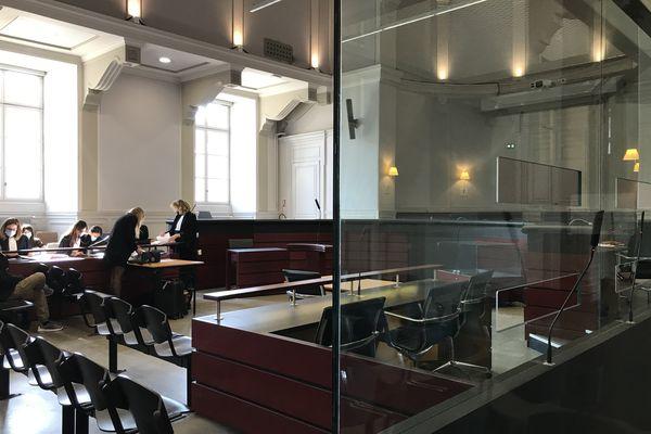 Le procès en appel de l'ancien directeur de l'école de Cornier en Haute-Savoie pour agressions sexuelles sur mineurs s'est ouvert ce mercredi matin devant la cour d'appel de Chambéry.