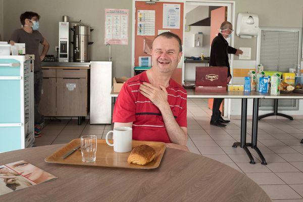 C'est l'heure du petit-déjeuner à la résidence Keriguy de Douarnenez, l'un des foyers gérés par l'association Kan Ar Mor