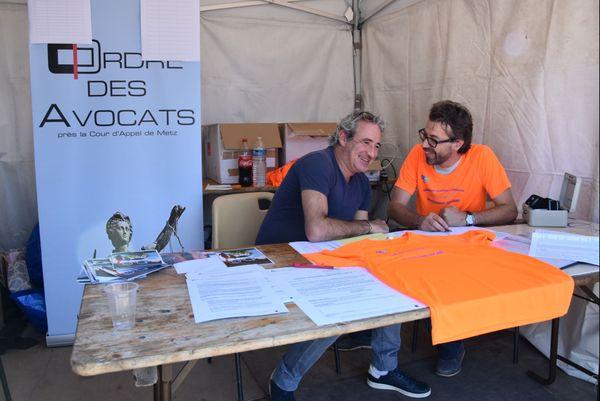 Enthousiastes, Mes Richard Robin et David Zachayus du barreau de Metz, deux des professionnels qui seront dimanche parmi les 121 participants du marathon judiciaire 2018.