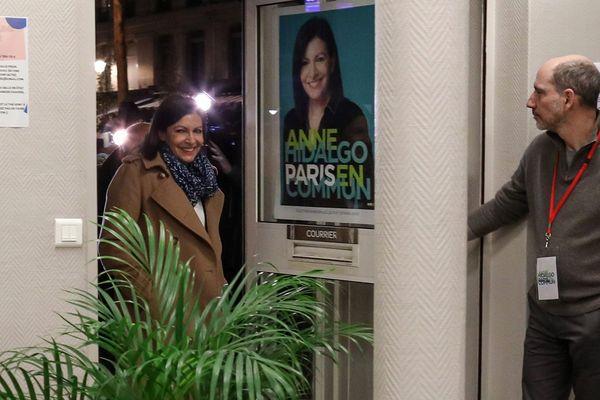 La maire sortante de Paris, Anne Hidalgo, au siège de ses locaux de campagne à Paris.