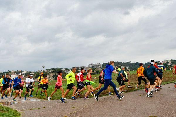 Des participants à la première séance le 1er octobre sur les plages du Prado.
