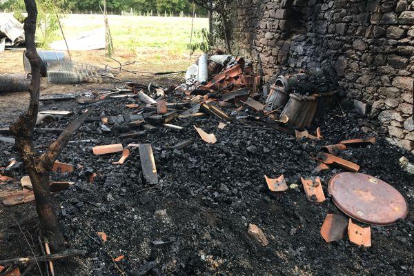 Une grange avait été totalement détruite.