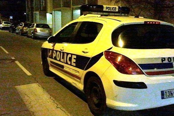 Carcassonne - une voiture de police - 11 janvier 2013.