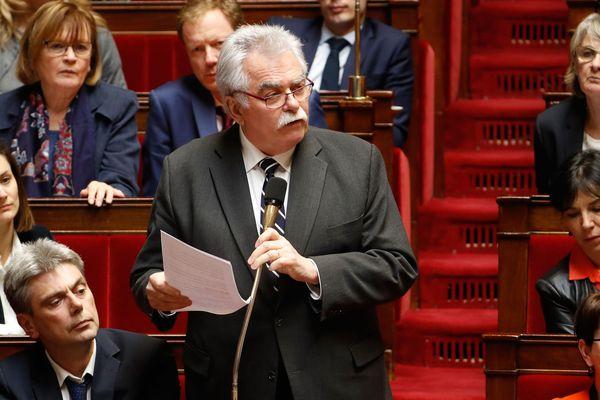 Avec son groupe à l'Assemblée nationale et avec le soutien des députés de la France Insoumise et du PS, André Chassaigne, député communiste du Puy-de-Dôme souhaite déposer une motion de censure contre le gouvernement compte tenu de son « incapacité à prendre le niveau de ce qui se passe dans le pays » avec les manifestations des gilets jaunes.
