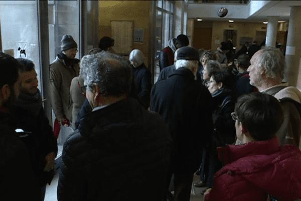 Collectifs et associations étaient venus soutenir quatre retraités devant la cour d'appel d'Aix-en-Provence lors de l'audience.