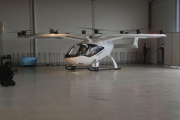 Le VoloCity qui fonctionne grâce à l'électricité a une autonomie de 35 km et atteint les 110 km/h.