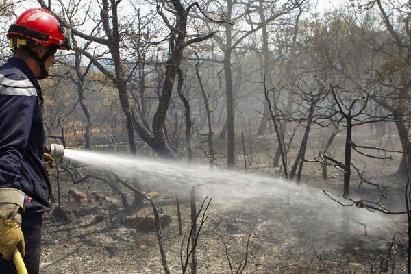 L'incendie a été maîtrisé par les sapeurs-pompiers.