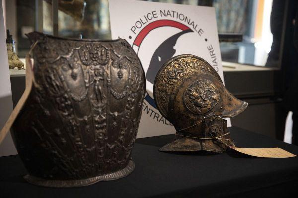 Ces deux pièces volées au Louvre en 1983 ont été restituée au musée ce mercredi 3 mars. Leur valeur est estimée à 500 000 euros.