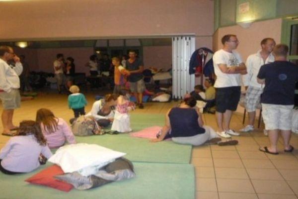 A Vernon, une centaine de campeurs ont dormi dans la salle polyvalente.