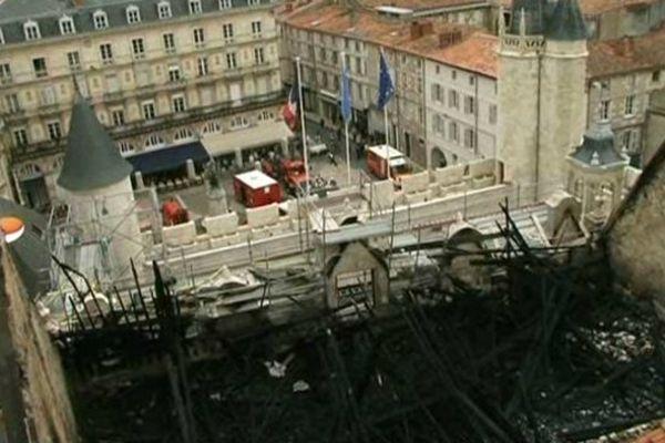 L'hôtel de ville de La Rochelle après l'incendie du 28 juin 2013.