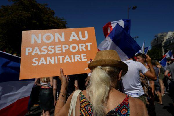 Manifestation contre le pass sanitaire a Paris le 14 août dernier.