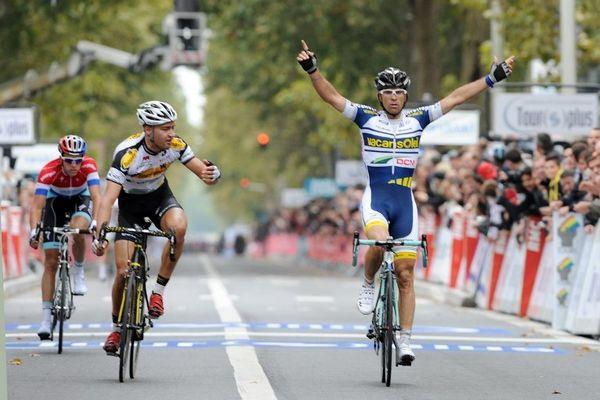 L'Italien Marco Marcato, vainqueur dimanche du Paris-Tours, a battu le record de vitesse dans les classiques cyclistes, à 48,629 km/h sur la distance de 235,5 kilomètres.
