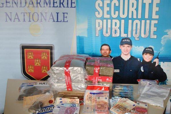 L'impressionnante saisie de la police et de la gendarmerie : 15 kilos de cannabis et plus de 6000 euros en liquide.