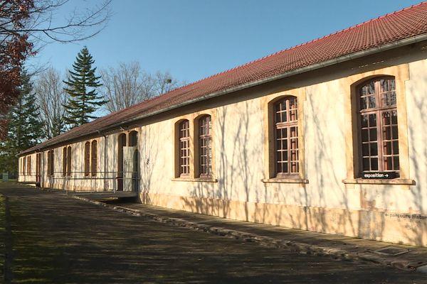 L'un des 24 bâtiments du camp de Royallieu où se trouve désormais le Mémorial de l'internement et de la déportation