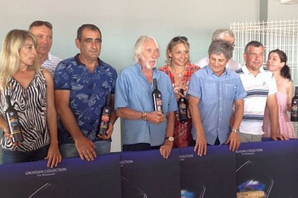 Pierre Richard (au centre) est le parrain du parcours oenotouristique de Gruissan - juillet 2015