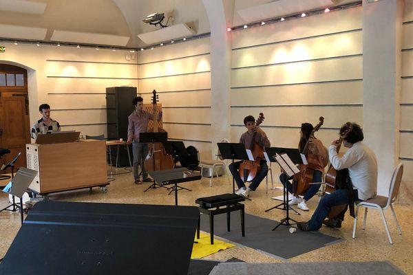 """Répétition de l'Académie d'Ambronay. """"EEEMERGING+"""" est un projet européen de soutien aux jeunes ensembles de musique ancienne."""