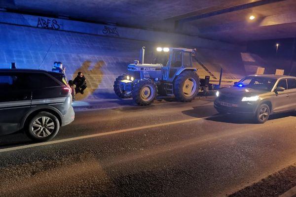 Le conducteur berrichon, qui refusait d'obtempérer, a finalement été interpellé par la gendarmerie de la Nièvre.