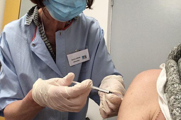 Dès le 12 mai, la vaccination est ouverte aux plus de 18 ans, sans condition d'âge ni de santé.