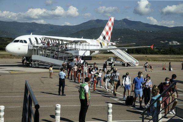 Si les vacanciers arrivent en Corse pour le mois d'août, les professionnels du tourisme restent sceptiques.