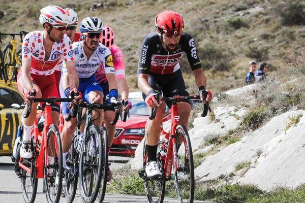 Nouvelle échappée pour Julian Alaphilippe, accompagné de Nicolas Edet, meilleur grimpeur de l'épreuve, et de Thomas De Gendt.