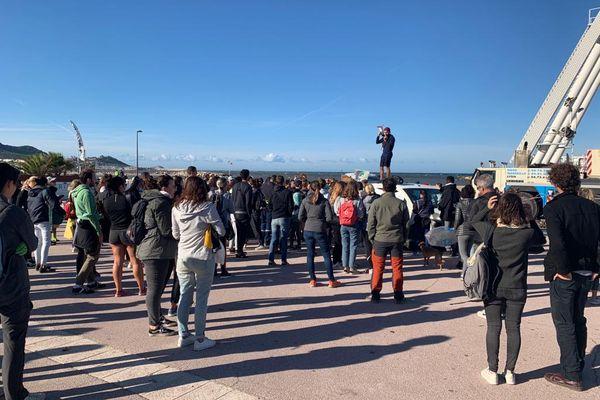 Escale Borely à Marseille. L'association Clean my calanques rassemble régulièrement des bénévoles pour nettoyer les espaces naturels.