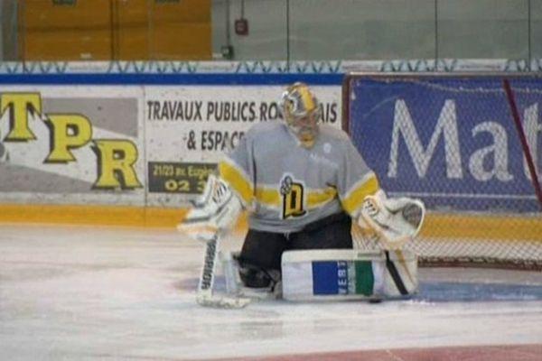 Fabrice Lhenry, le gardien de but des Draongs, lors du première entraînement sur glace de la saison.