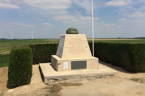 Le 17 mai, une cérémonie en hommage aux anciens combattants de La-Ville-aux-bois-lès-Dizy dans l'Aisne est organisée en présence d'Emmanuel Macron.
