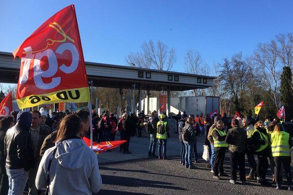 Perpignan - Une centaine de personnes étaient mobilisés ce matin au péage de Perpignan - 04.01.20
