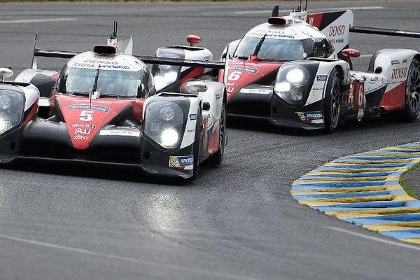 Les Toyota 5 et 6 font la course en tête de cette 84ème édition des 24 Heures du Mans