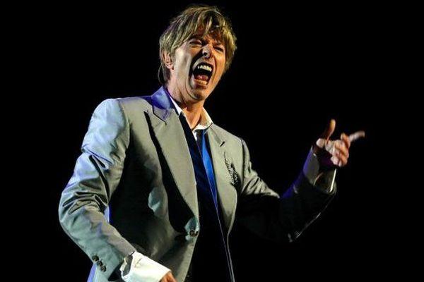David Bowie en concert aux arènes de Nîmes le 14 juillet 2002
