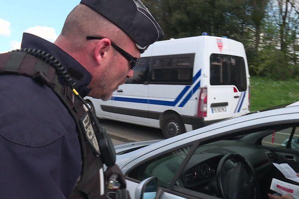 Les gendarmes de la Sarthe lors d'un contrôle routier en mars 2020