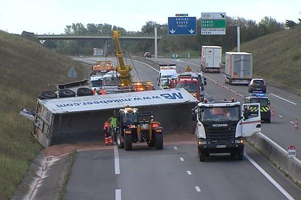 Le camion s'est couché en travers de la voie dans le sens Paris-Boulogne.