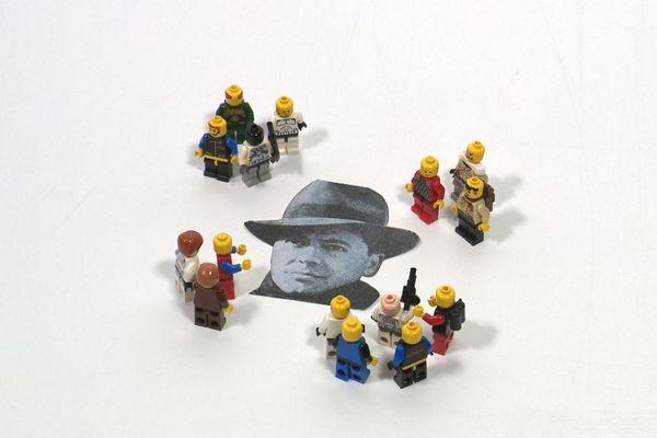Jean Moulin est chargé d'unifier les groupes de résistance français.
