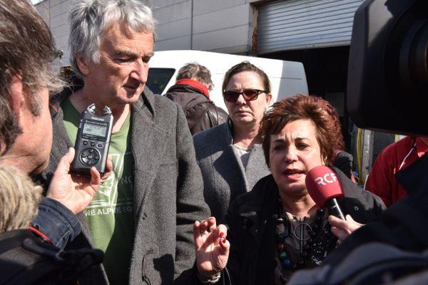 François Guennoc à gauche de la sénatrice Les Verts Esther Benbassa