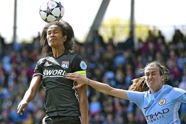 C1 Dames (Demi-finales aller) - Les lyonnaises vont chercher un 0-0 à l'Academy Stadium de Manchester City - (la capitaine de l'OL W.RENARD).