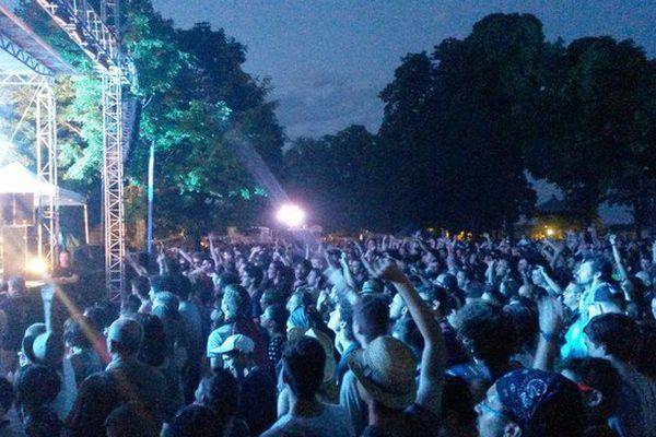 Le Groove du groupe Deluxe a enflammé le jardin d'Orsay à Limoges ce samedi 4 juillet 2015.