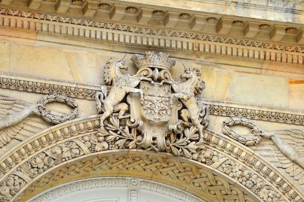 Armoiries d'Amiens sur la façade du musée de Picardie