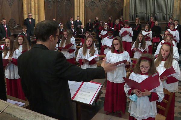 Dimanche 4 Octobre 2020, la messe de rentrée de la maîtrise de Dijon a réuni plus de 120 choristes. L'espacement requis par les mesures de distanciation sociale ont obligé la maîtrise à se répartir en deux groupes dans la cathédrale Saint-Bénigne.