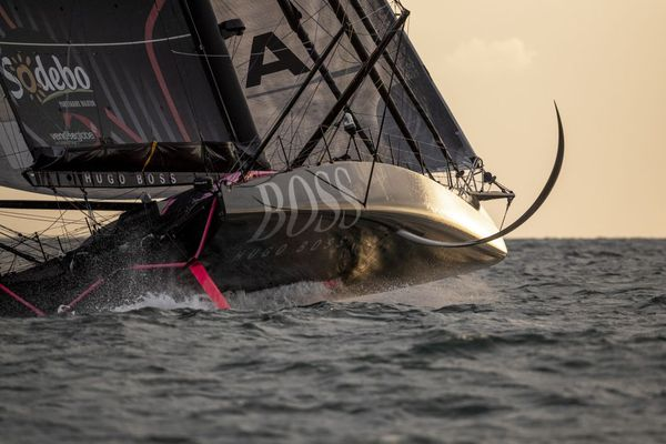 Alex Thomson, favori du Vendée Globe 2020, à la barre de Hugo Boss