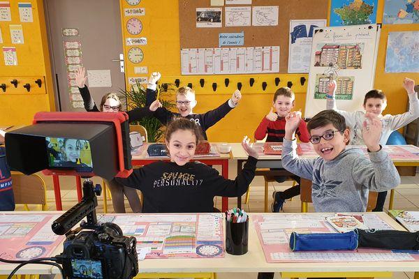 Pour son 32ème numéro, TV Loustics a interrogé les élèves de l'école Saint-Aubin de La Chevallerais (Loire-Atlantique) sur le sentiment amoureux
