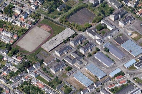 La caserne Mellinet, 14 Hect de hangars, de bâtiments, de terrains de manœuvre et un stade !