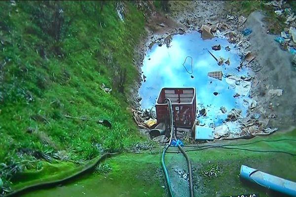 Une cellule d'enfouissement pleine d'eau selon ces images tournées par l''association protection environnementale de la plaine de Brametot et du Dun.