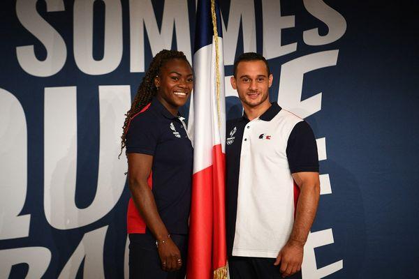 Clarisse Agbegnenou et Samir Ait Saïd posent à coté du drapeau français.